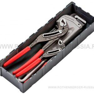 """В комплект набора входят: Газовый ключ ALUDUR 14''; Сантехнические клещи ROGRIP M 10''; Сантехнические клещи ROGRIP M 7''. Технические характеристики Максимальный диаметр трубы (А) Длина ключа/клещей (L) Вес Алюминиевый газовый ключ ALUDUR, Ø 2'', L 14'' 2'' (60 мм) 14'' (350 мм) 990 г Универсальные клещи ROGRIP M 10"""" 2'' (60 мм) 10'' (240 мм) 460 г Универсальные клещи ROGRIP M 7"""" 1.1/4'' (43 мм) 7'' (175 мм) 29"""